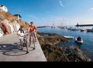 3594131_camping_bretagne_avec_randonnee_velo_en_bord_de_mer_yelloh_village_l__ocean_breton